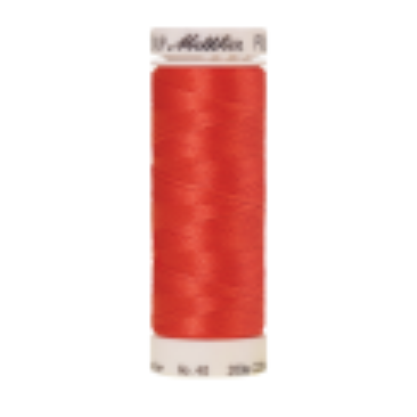 Amann Mettler Poly Sheen Red Berry glänzt durch den trilobalen Fadenquerschnitt besonders schön. Zum Sticken, Quilten, Nähen. 200m Spule