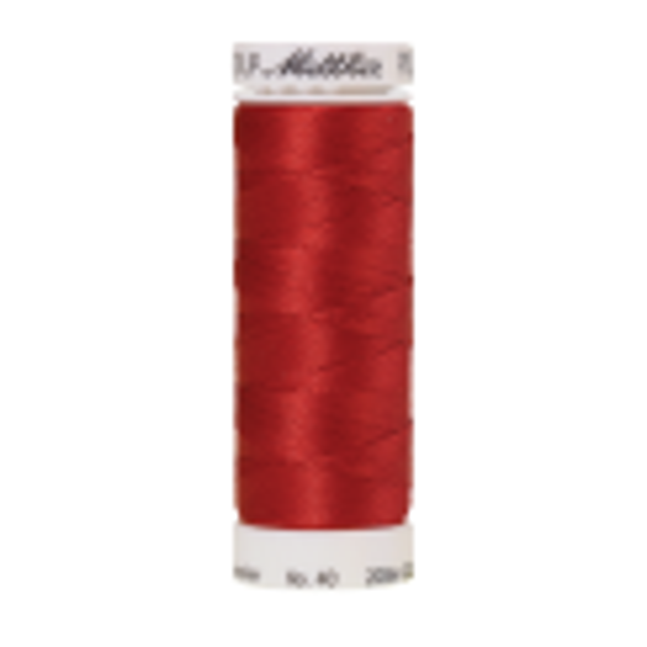 Amann Mettler Poly Sheen Not Quite Red glänzt durch den trilobalen Fadenquerschnitt besonders schön. Zum Sticken, Quilten, Nähen. 200m Spule