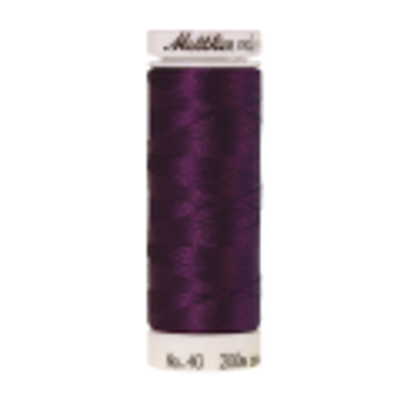 Amann Mettler Poly Sheen Pansy glänzt durch den trilobalen Fadenquerschnitt besonders schön. Zum Sticken, Quilten, Nähen. 200m Spule
