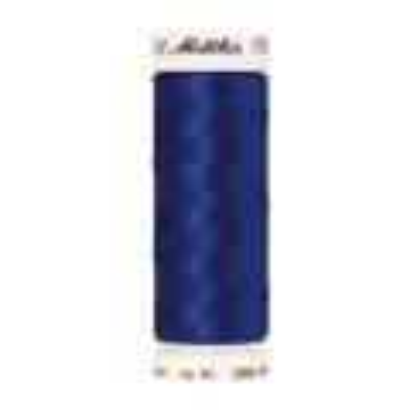Amann Mettler Poly Sheen Blue glänzt durch den trilobalen Fadenquerschnitt besonders schön. Zum Sticken, Quilten, Nähen. 200m Spule