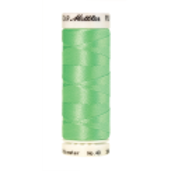 Amann Mettler Poly Sheen Mint glänzt durch den trilobalen Fadenquerschnitt besonders schön. Zum Sticken, Quilten, Nähen. 200m Spule