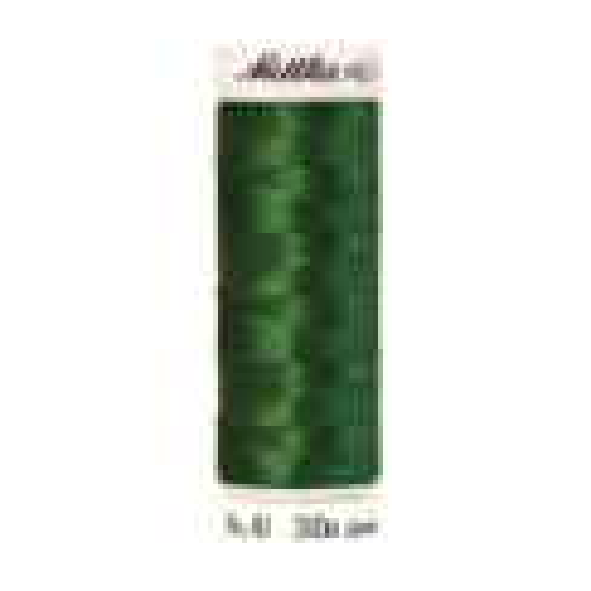 Amann Mettler Poly Sheen Pea Green glänzt durch den trilobalen Fadenquerschnitt besonders schön. Zum Sticken, Quilten, Nähen. 200m Spule