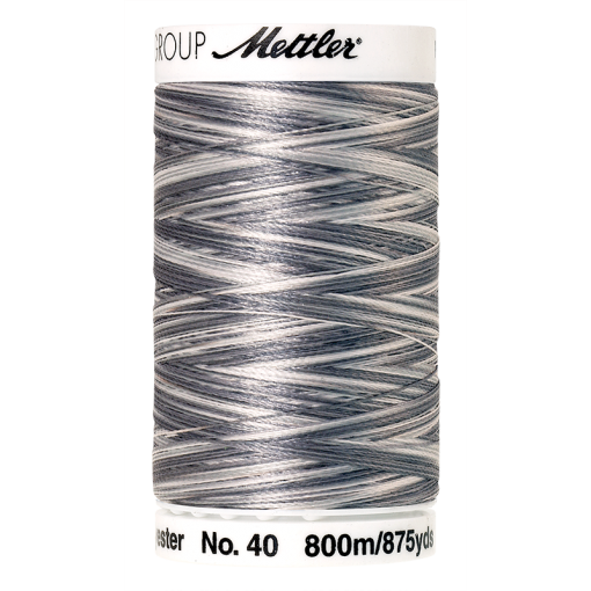 Amann Mettler Poly Sheen Multi, 800m Spule in Overcast Greys  Die Multifarben harmonieren perfekt mit dem unifarbenen Poly Sheen