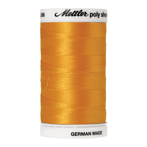 Amann Mettler Poly Sheen Papaya glänzt durch den trilobalen Fadenquerschnitt besonders schön. Zum Sticken, Quilten, Nähen. 800m Spule
