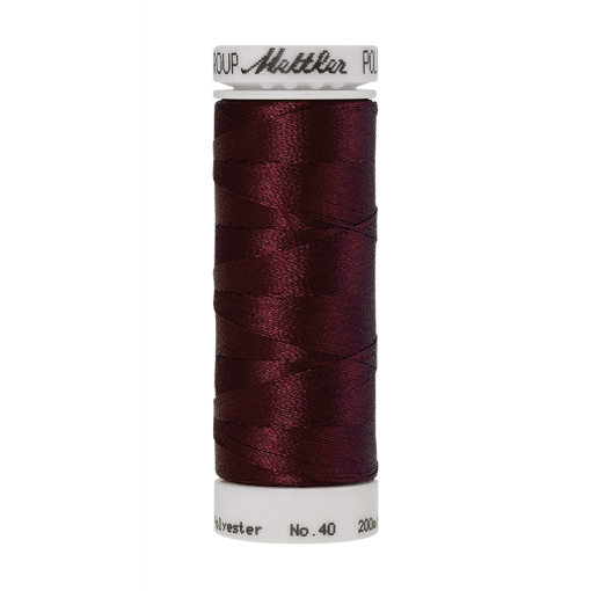 Amann Mettler Poly Sheen Beet Red glänzt durch den trilobalen Fadenquerschnitt besonders schön. Zum Sticken, Quilten, Nähen. 200m Spule