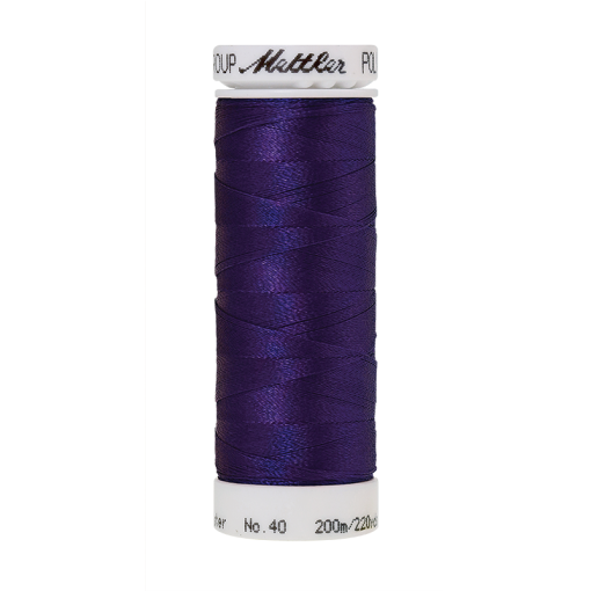 Amann Mettler Poly Sheen Dark Ink glänzt durch den trilobalen Fadenquerschnitt besonders schön. Zum Sticken, Quilten, Nähen. 200m Spule