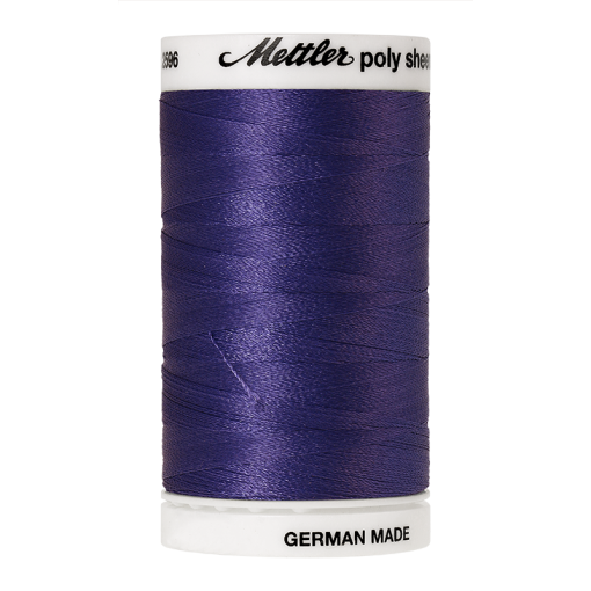 Amann Mettler Poly Sheen Twilight glänzt durch den trilobalen Fadenquerschnitt besonders schön. Zum Sticken, Quilten, Nähen. 800m Spule