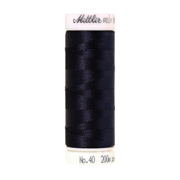 Amann Mettler Poly Sheen Midnight glänzt durch den trilobalen Fadenquerschnitt besonders schön. Zum Sticken, Quilten, Nähen. 200m Spule