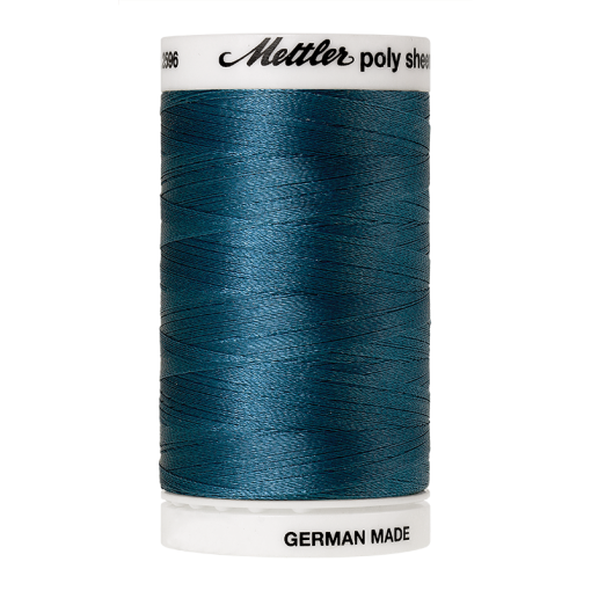 Amann Mettler Poly Sheen Teal glänzt durch den trilobalen Fadenquerschnitt besonders schön. Zum Sticken, Quilten, Nähen. 800m Spule