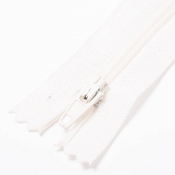 55cm Feiner Nylon Reißverschluß, 2mm, unteilbar, ecru